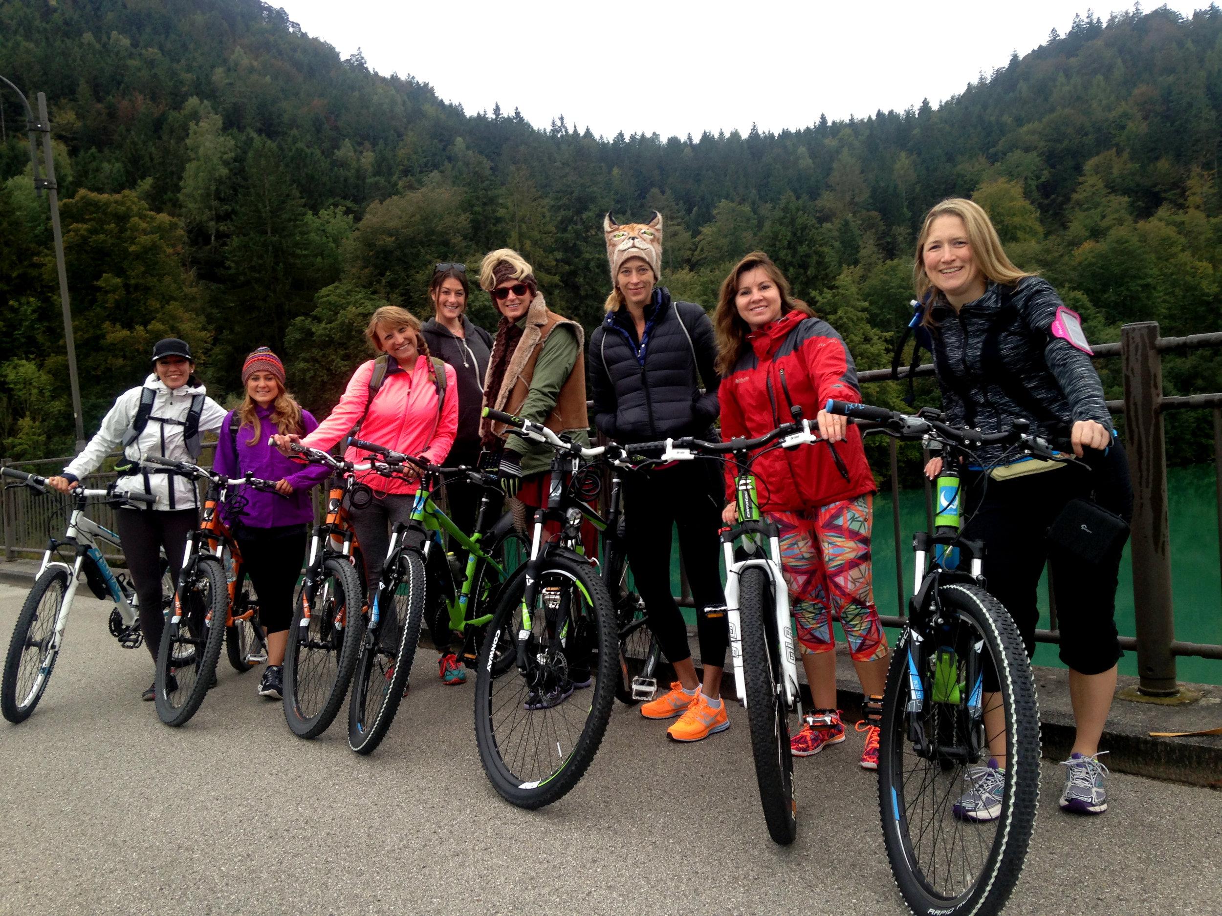 Day 2 :: Fussen :: group bikes.JPG