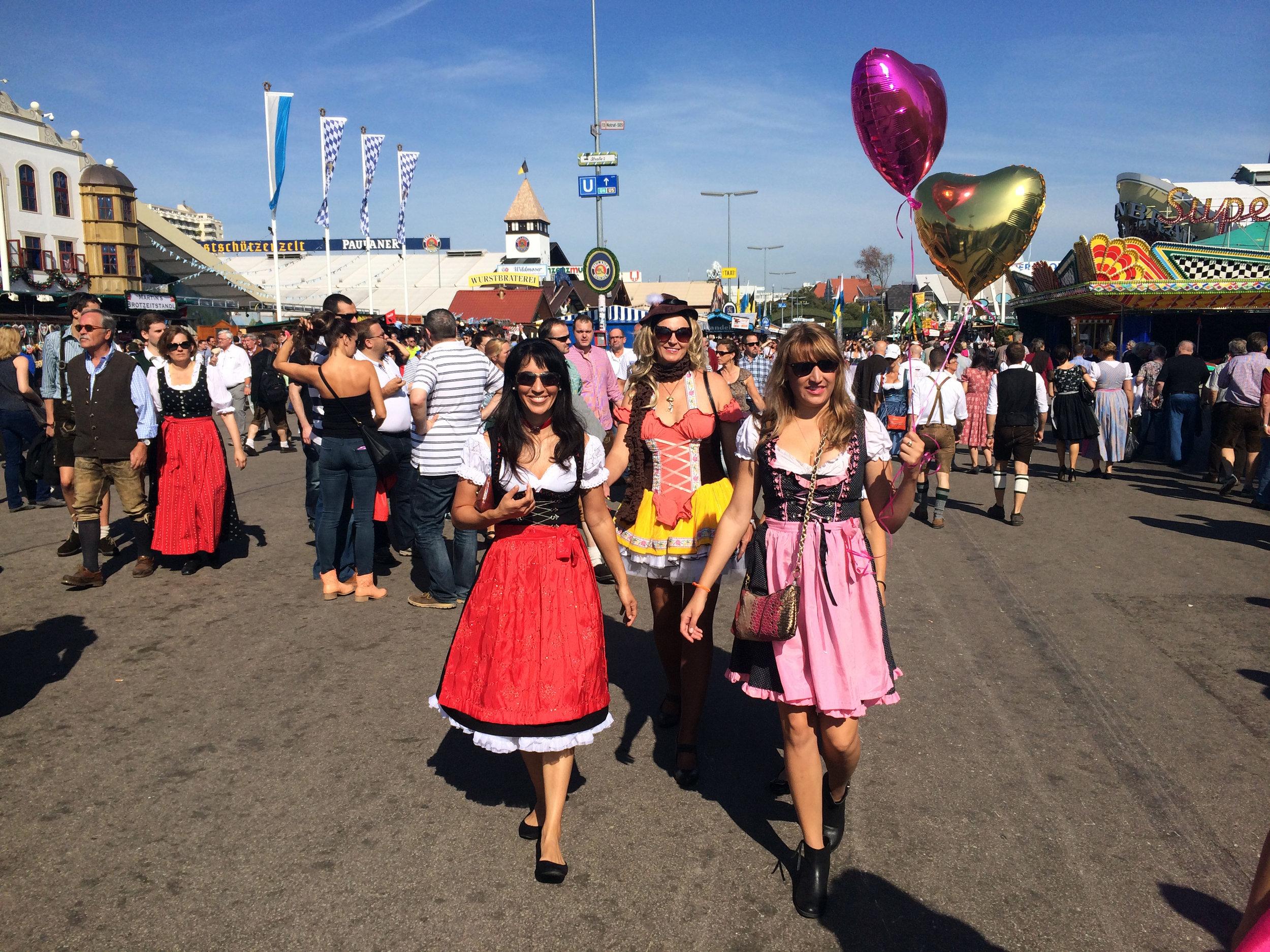 Day 5 :: Oktoberfest :: Zai Sandy and Allie walking.JPG
