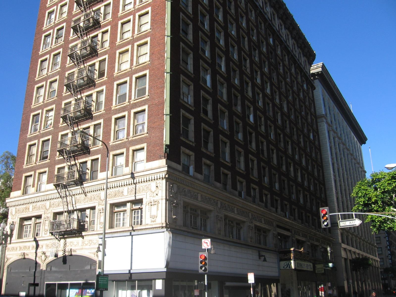 Rosslyn Hotel.jpg