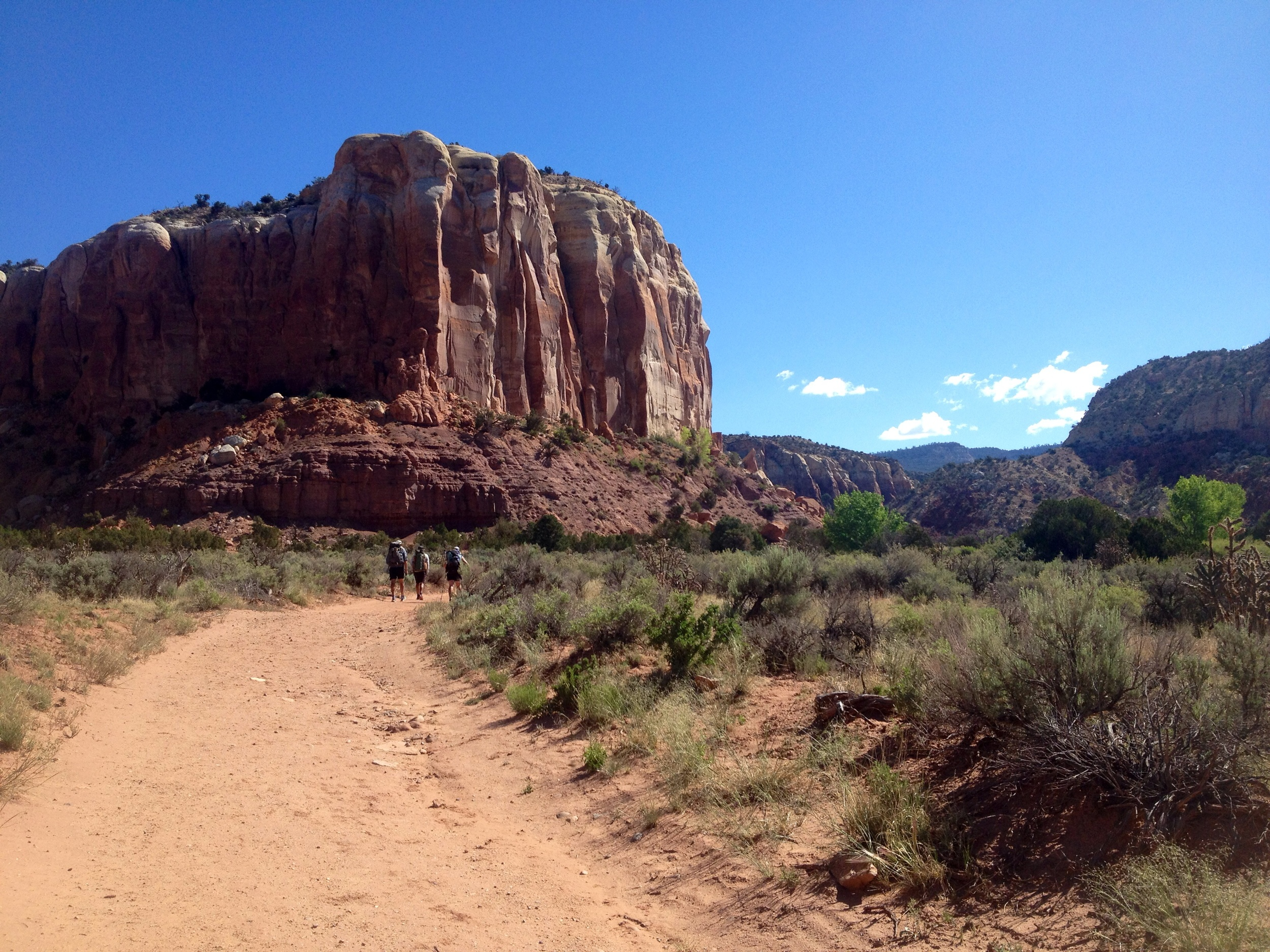 Hiking north from Ghost Ranch, NM. Wantsum, Analog, and Smiles.