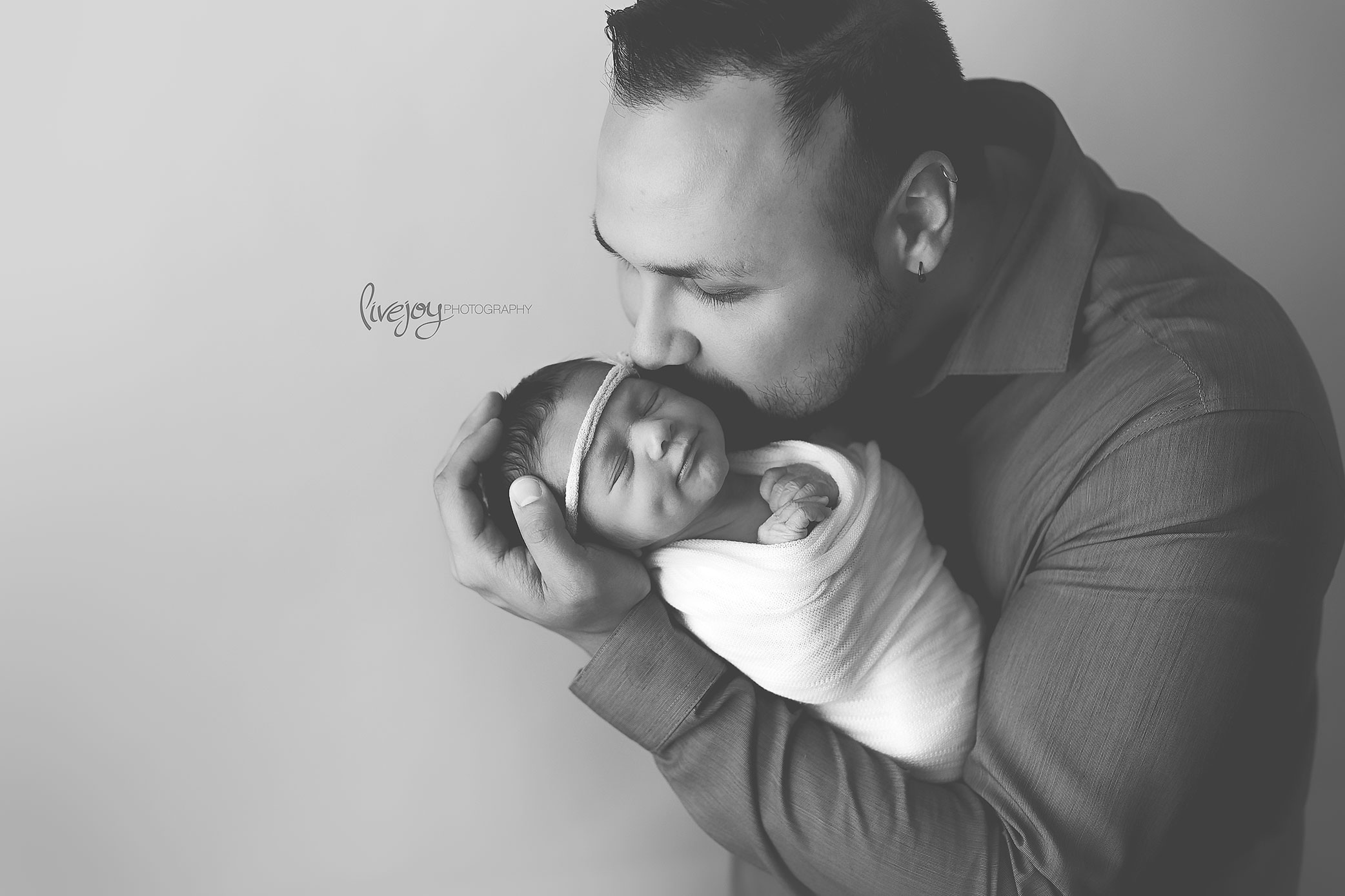 Newborn Photography with dad | Oregon | LiveJoy Photography