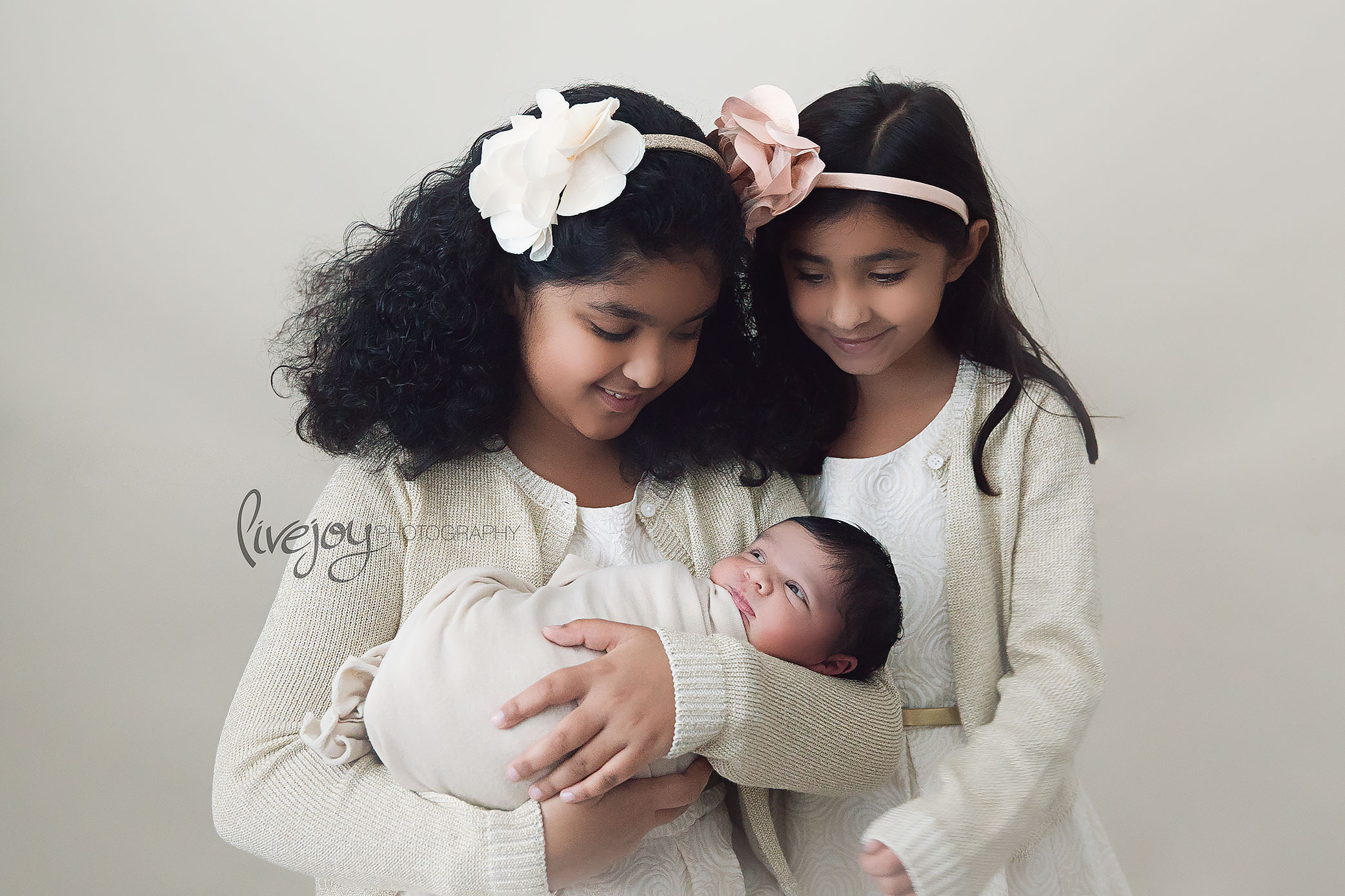 Newborn Photography with Siblings | Salem, Oregon | LiveJoy Photography
