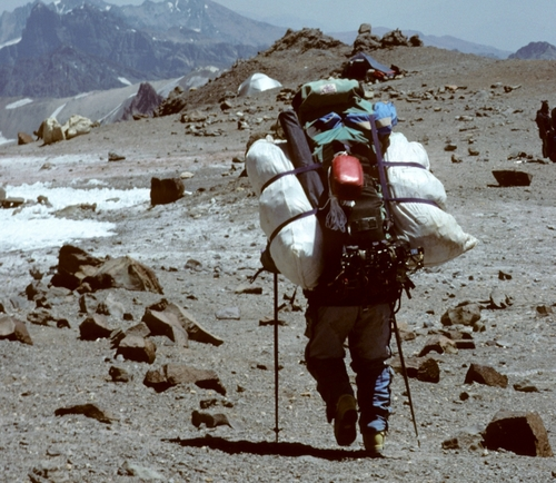 1994+-+Macho+Man+carrying+our+gear+to+base+camp+from+18,,000+feet+(800x694).jpg