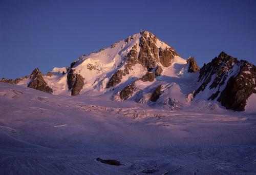110+Aiguille+Argentiere+-+sunset+on+summit.jpg