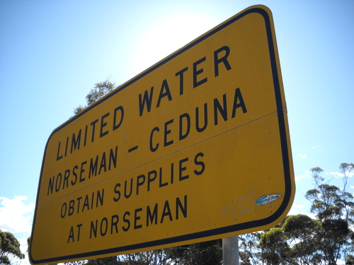 0514+-+sign+re+shortage+of+water+just+outside+norseman.jpg