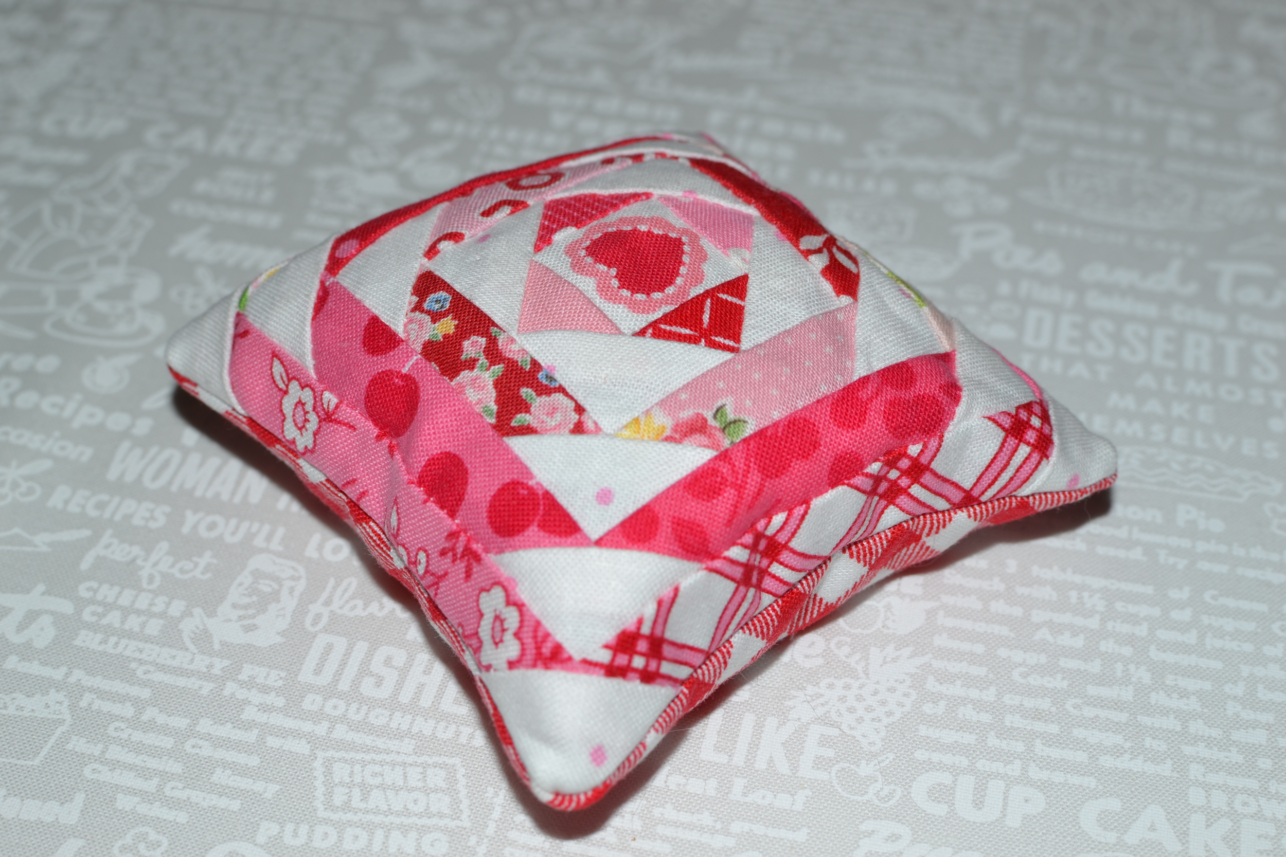valentine pincushion 066.JPG