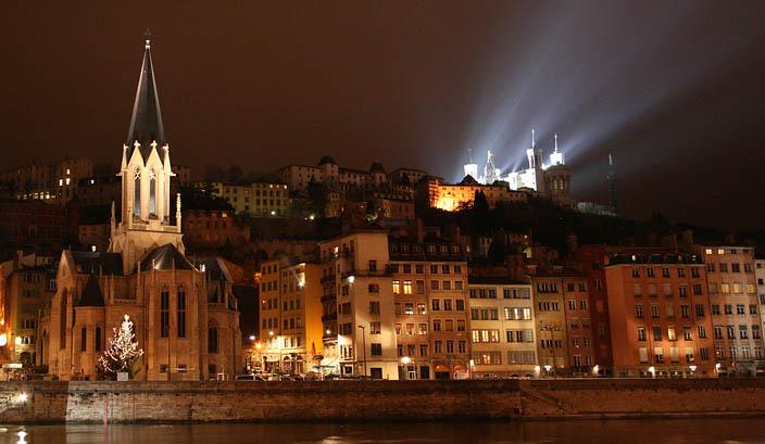 Lyon - Fete des lumières  by  Florian Fromentin  via Flickr
