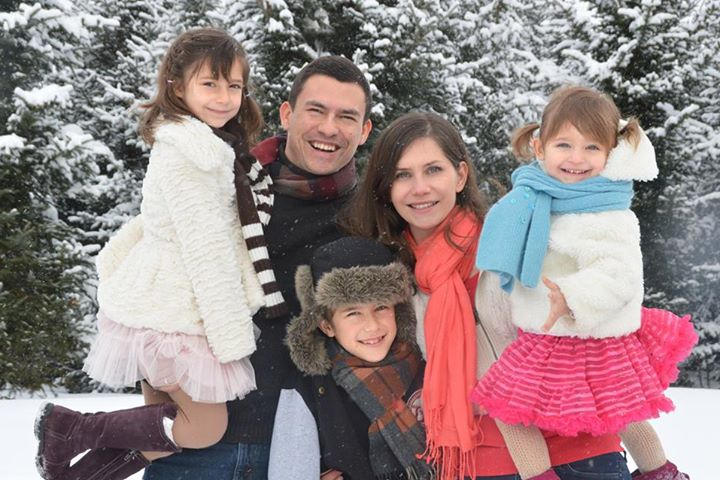 Olena Centeno  and her family (minus two children)