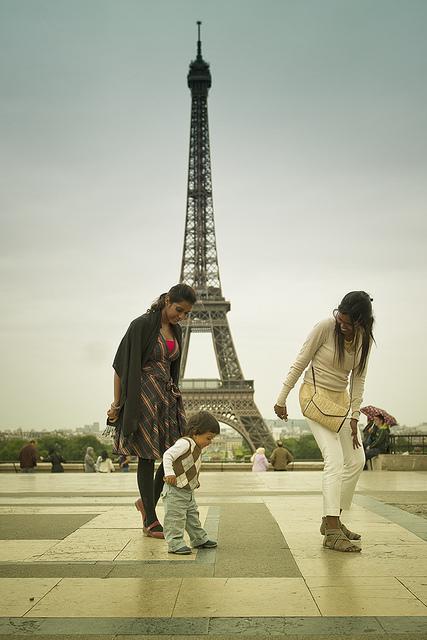 Eiffel family dancephoto by  Philippe Put