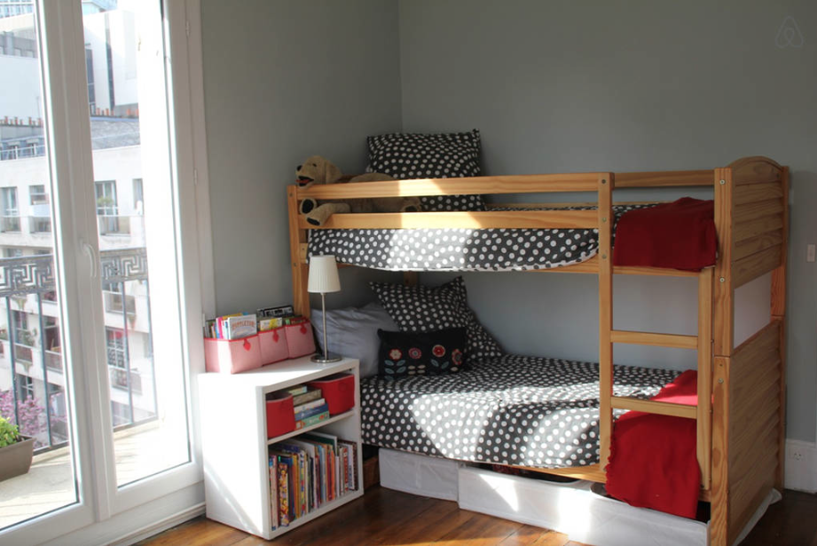 Girls' bunk beds in a  Paris apartment  rental via  Airbnb