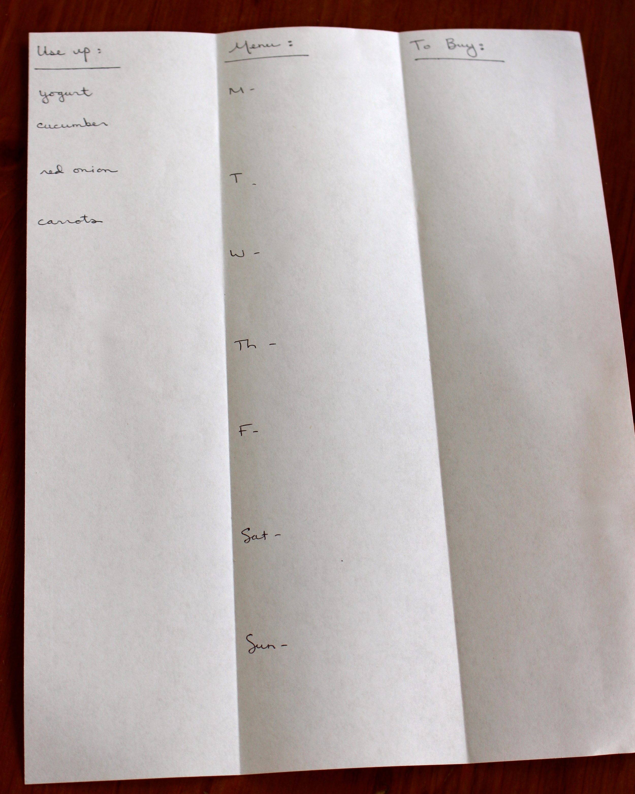 A vertical weekly menu page ready to be filled in
