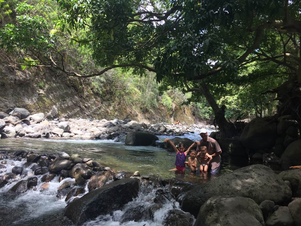 Family time in the Iao River Valley