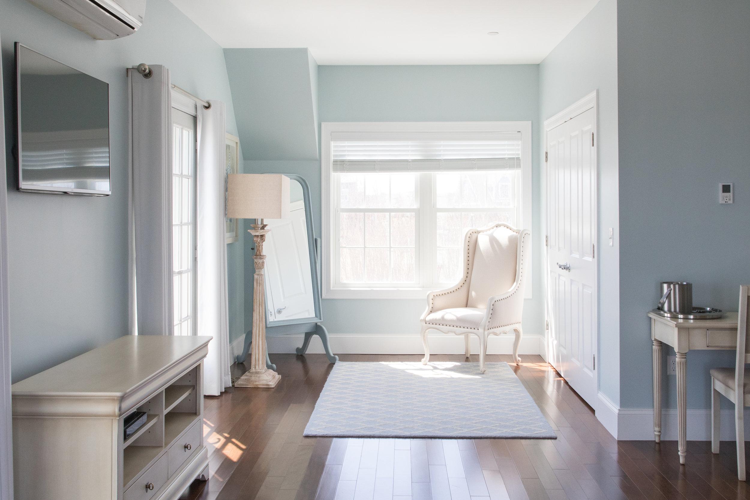 Inn Room 201 Wide Verticle Adjustment.jpg