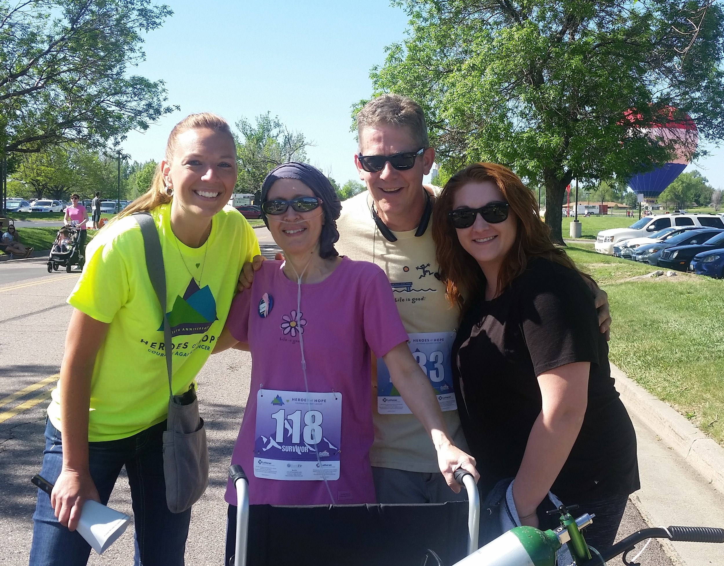 [L to R] Briana Zimbelman, RN, Carrie and Greg Dozbaba, and Taryn Anderson, RN at the 2017 Heroes of Hope race.