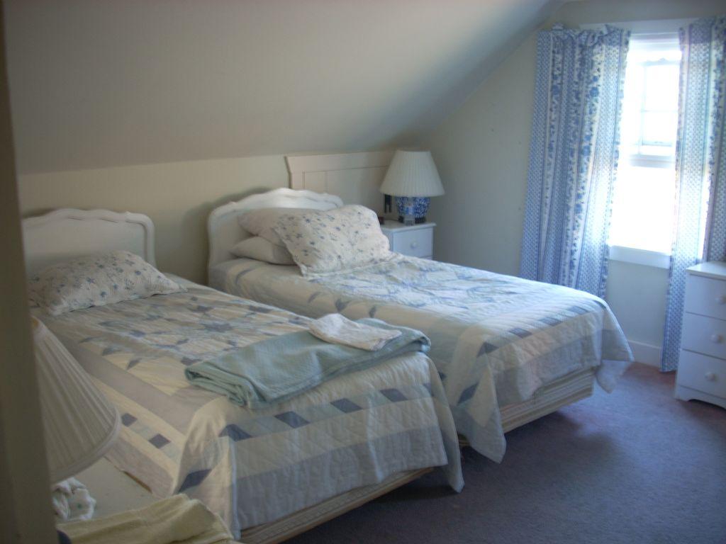 Twin bedroom 1
