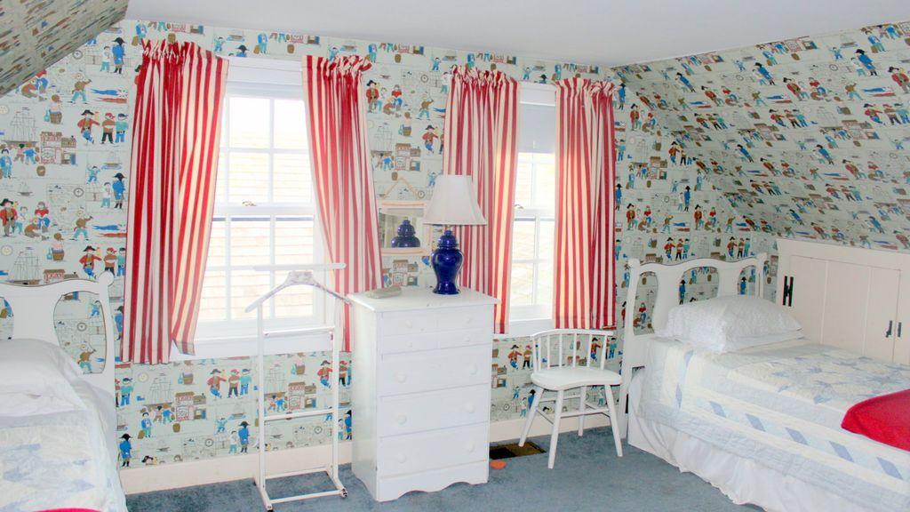 Twin bedroom 3: 'pirate room'