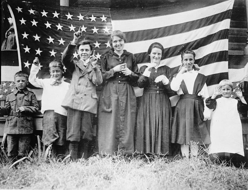 Deaf children singing the  Star-Spangled Banner . ( Photo :  Library of Congress )