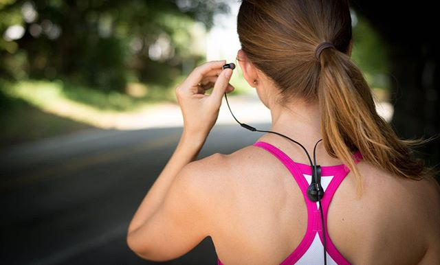Untangle your active lifestyle!  SPRK Innovations brings quality headphones and versatile cord management together with SPRKplugs. 👍Rich full sound in a sleek compact design that's optimized for use with the Bud Button magnetic cord clip, SPRKplug headphones are perfect for work, stage or gym. 🙌  #headphones #budbuttons #cool #ftw #running #fitness #drummerlife #workout #gym #amazonproducts #mtb #commuting #muscle #fitnesslife #bandlife #woodworking #instafit #promo #hiking