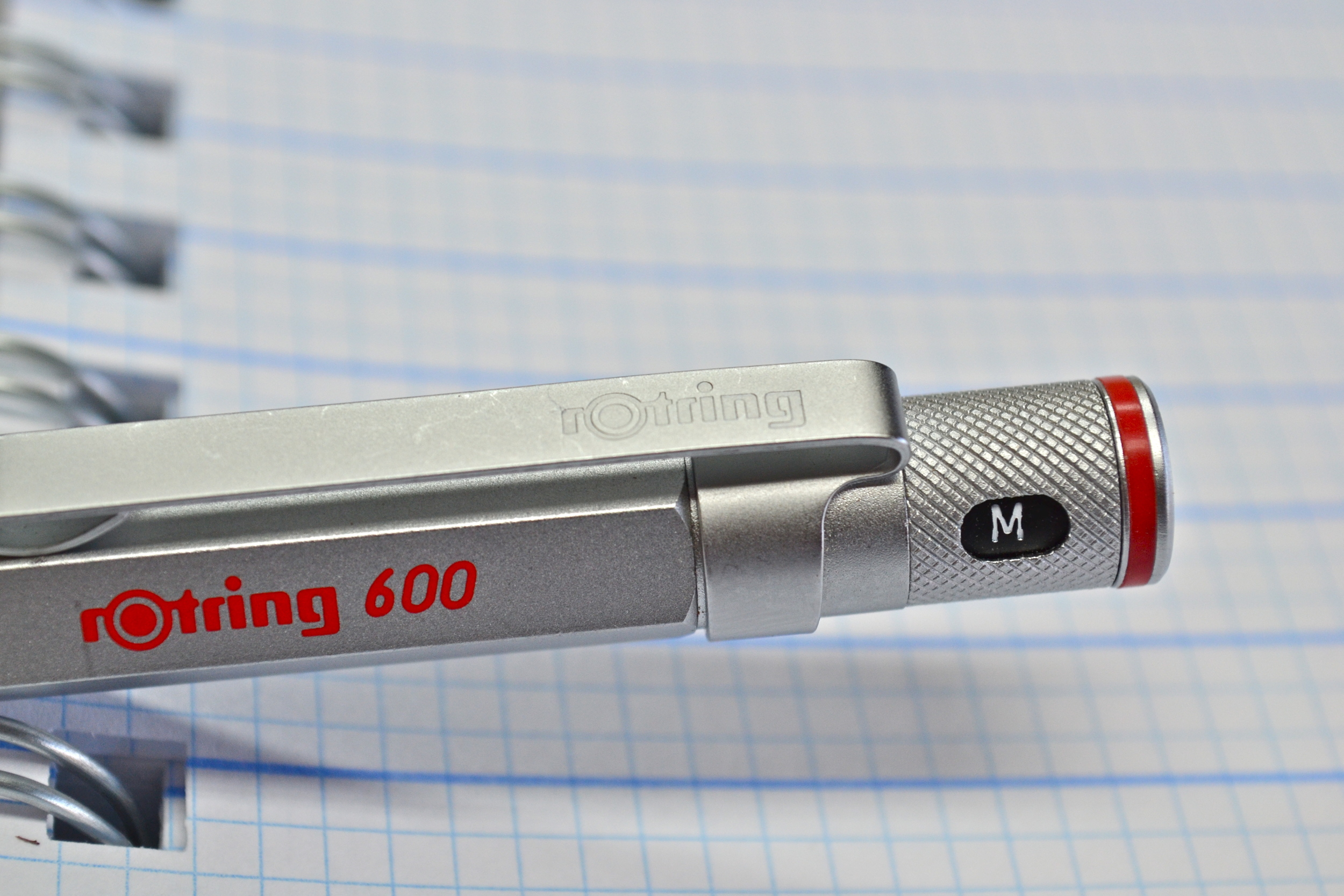 this is a silver rotring 600 fountain pen