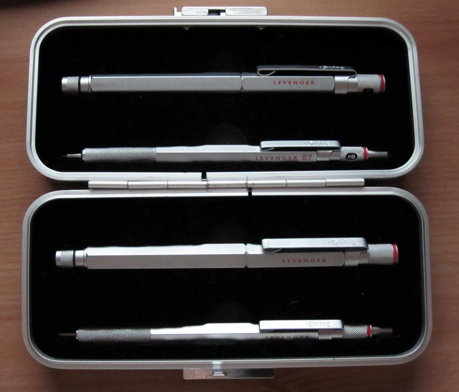 (Link to post with image:  http://www.fountainpennetwork.com/forum/index.php/topic/184613-what-have-i-got-here-rotring-levenger-ball-point-pen/  by FLJeepGuy)