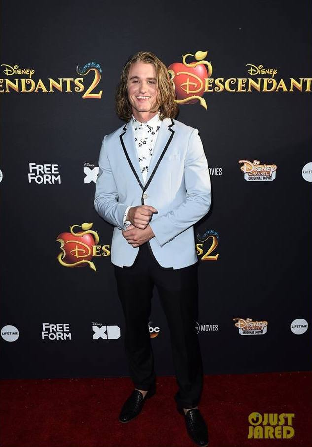 - DYLAN PLAYFAIR - Dylan Playfair worked the red carpet in LA at the preview of Disney's DESCENDENTS 2, which premiered to 21 million viewers across six of it's networks. Dylan plays the Supporting Lead role of