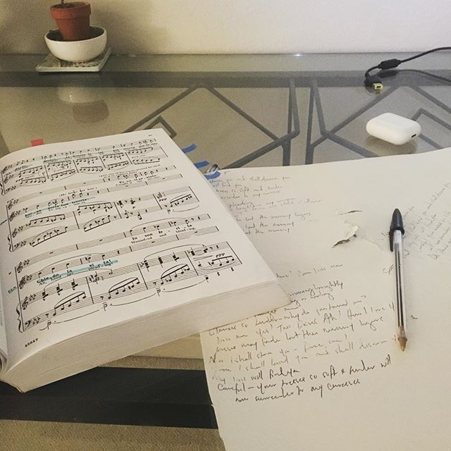 Late night memorizing sesh as I cram for #falstaff! So stoked to join last minute as Fenton in #bayshorelyricopera production of Falstaff this August/September—but they're already halfway thru rehearsal so I'm spending all my nights in score study, score study, and more #scorestudy. 🤓🤓 that act 3 #fugue tho! Recordings to come! (Not shown: my study snacks 🌯🍦) . . . #tenor #verdi #classicalsinger #vocalist #operasingersofinstagram #memorize #writeitout #opera #classicalmusic #aria #bayareamusicians #bayareamusic #fenton #duet #ensemble #burningthemidnightoil #dallabbroilcantoestasiatovola