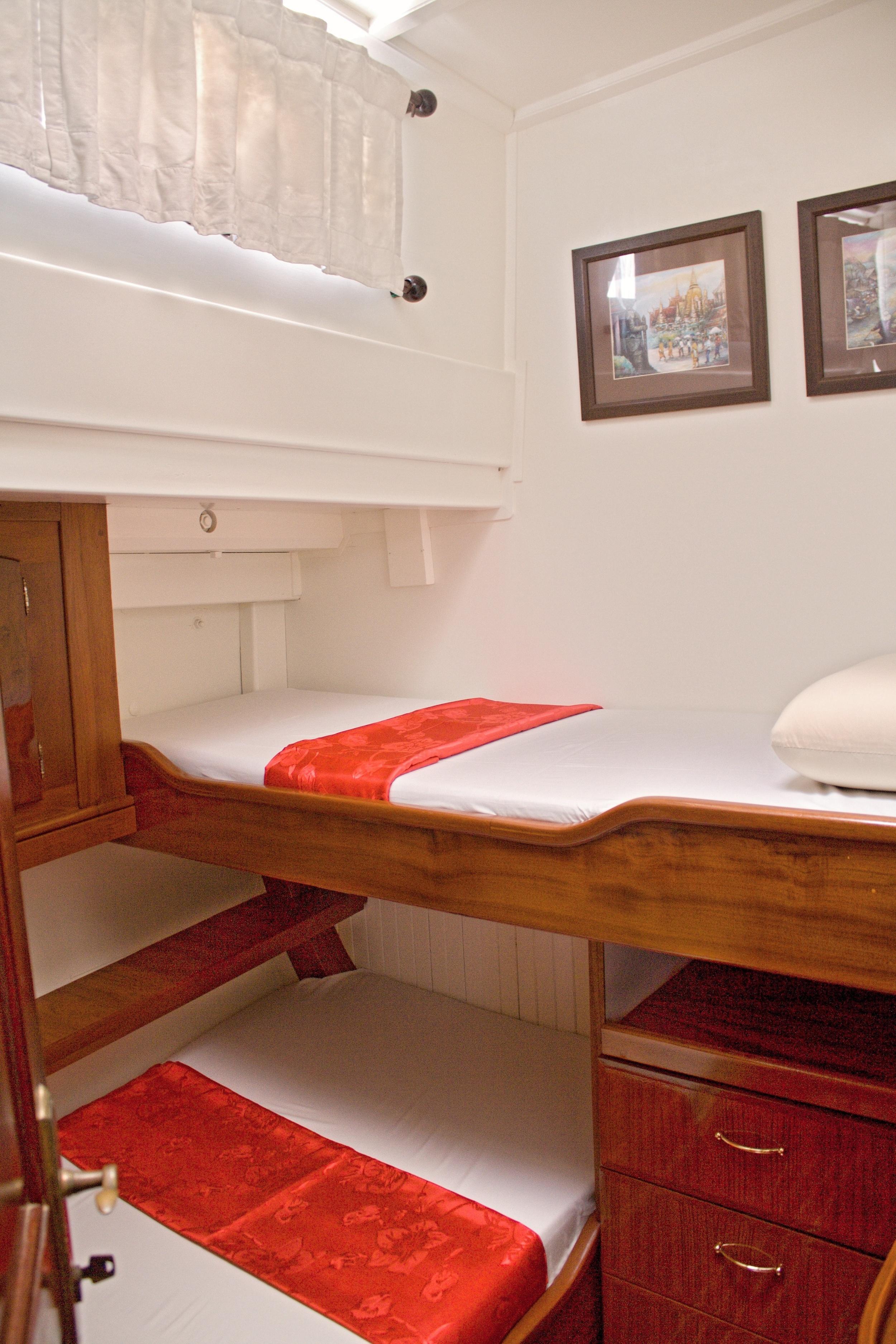 Meta IV, twin cabin