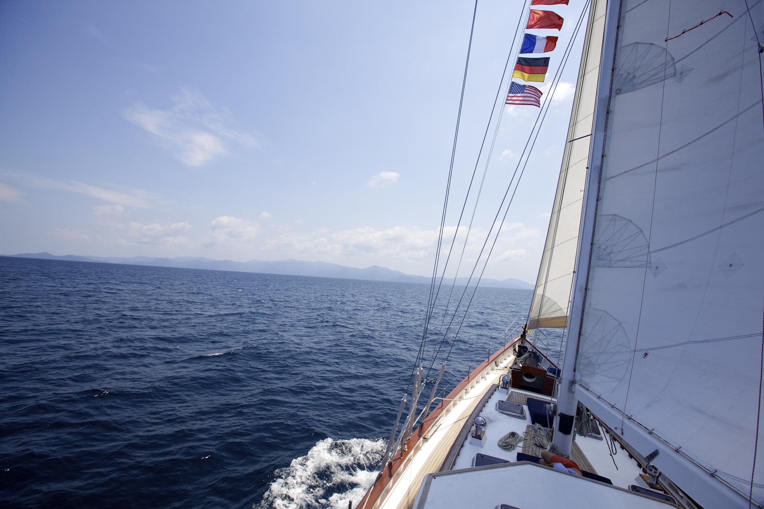 Meta IV sailing ahead with good wind