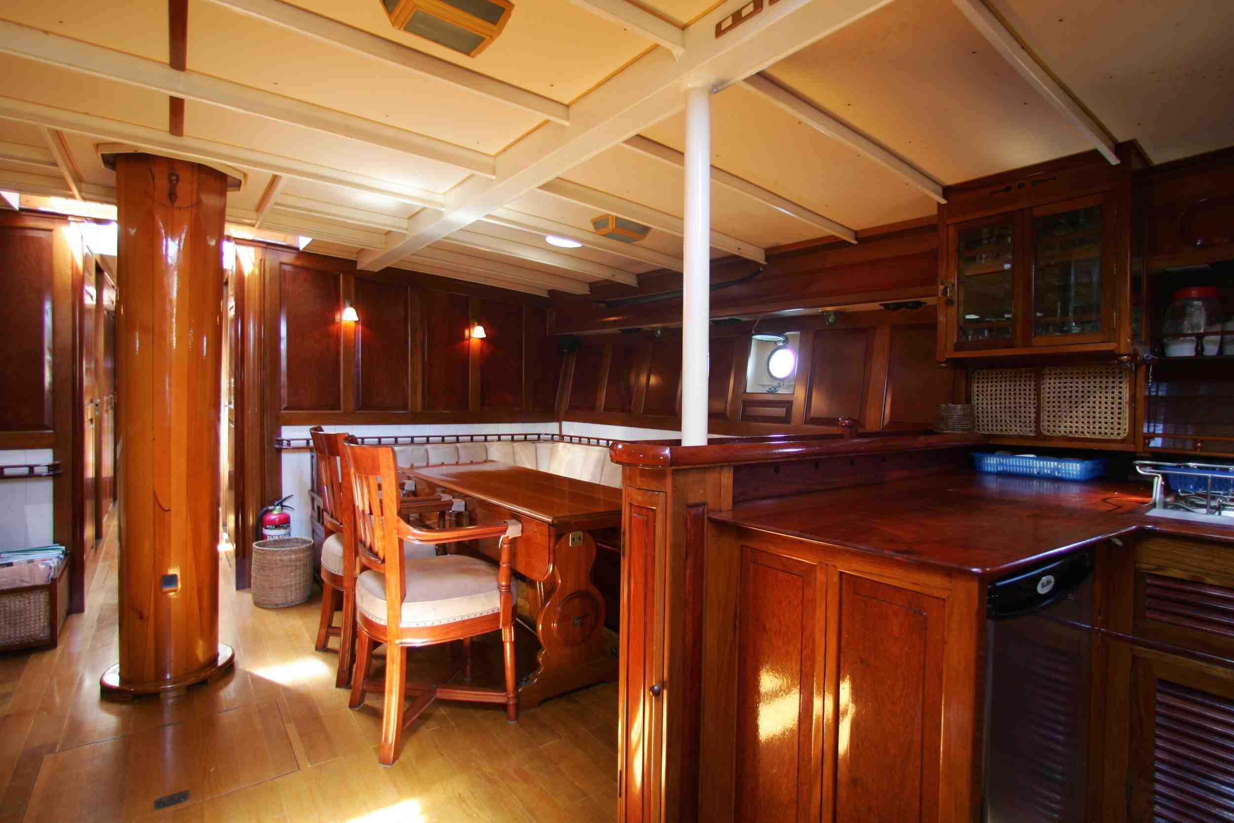 Sunshine classic honeymoon schooner yacht Myeik.jpg