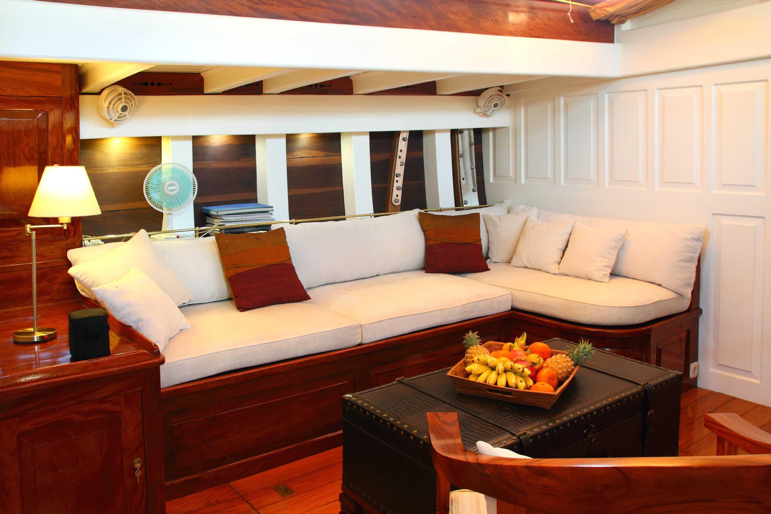 Lounge area on sailing yacht Aventure