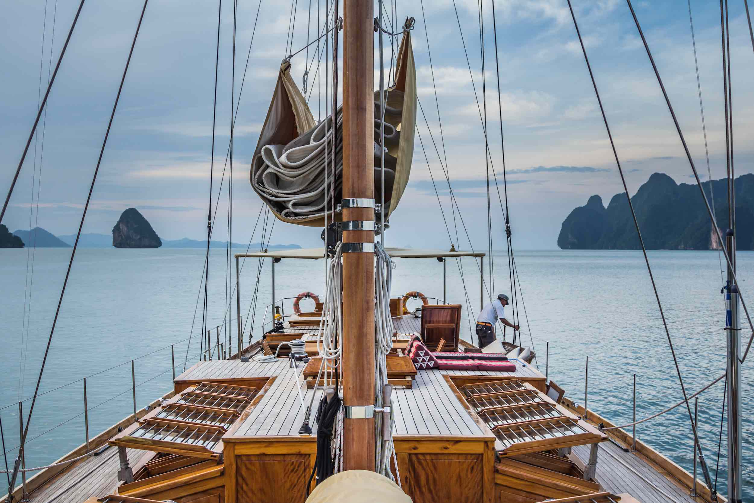 Aventure yacht charter sailing .jpeg