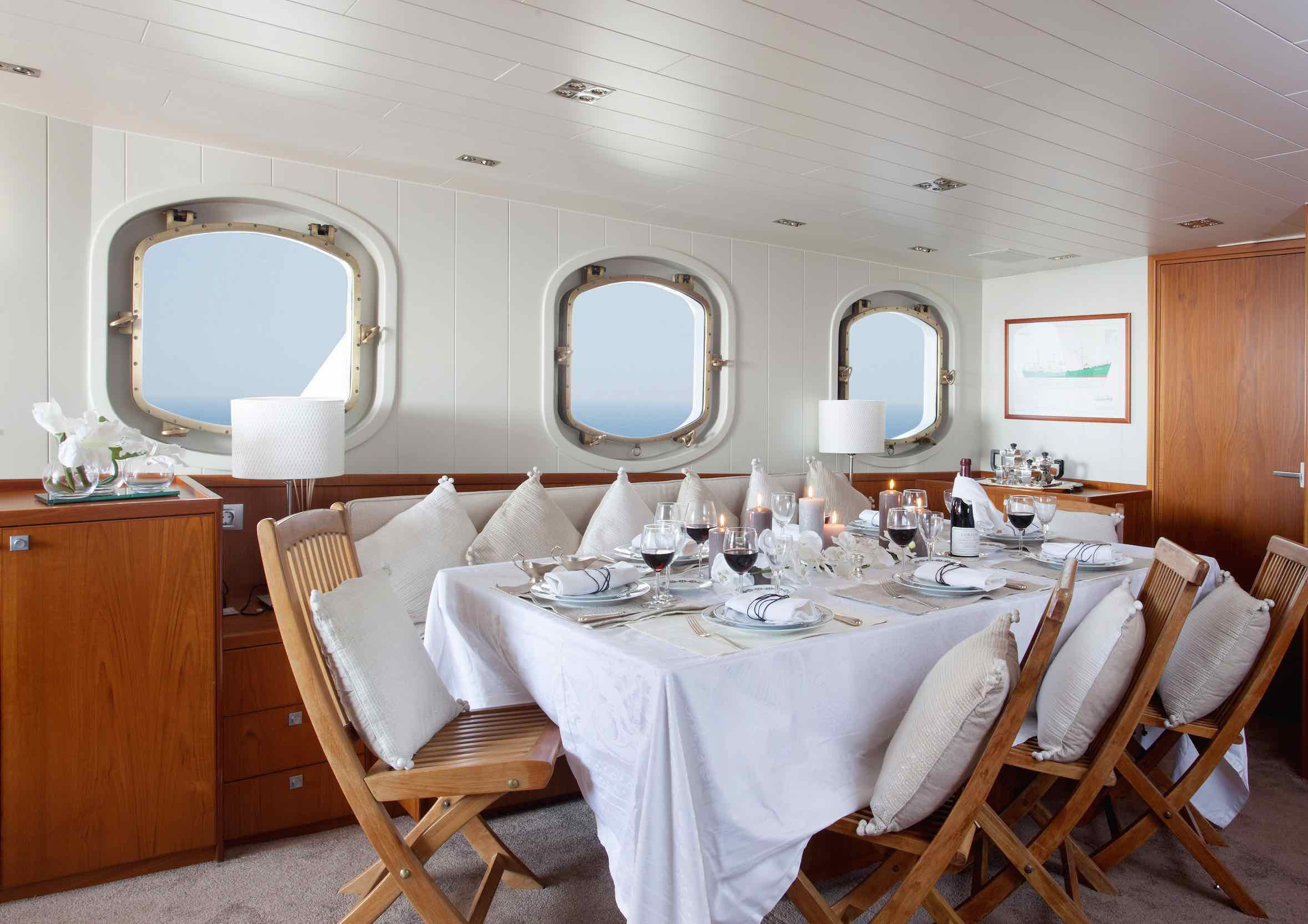 Motor yacht Drenec dining table copy.jpeg