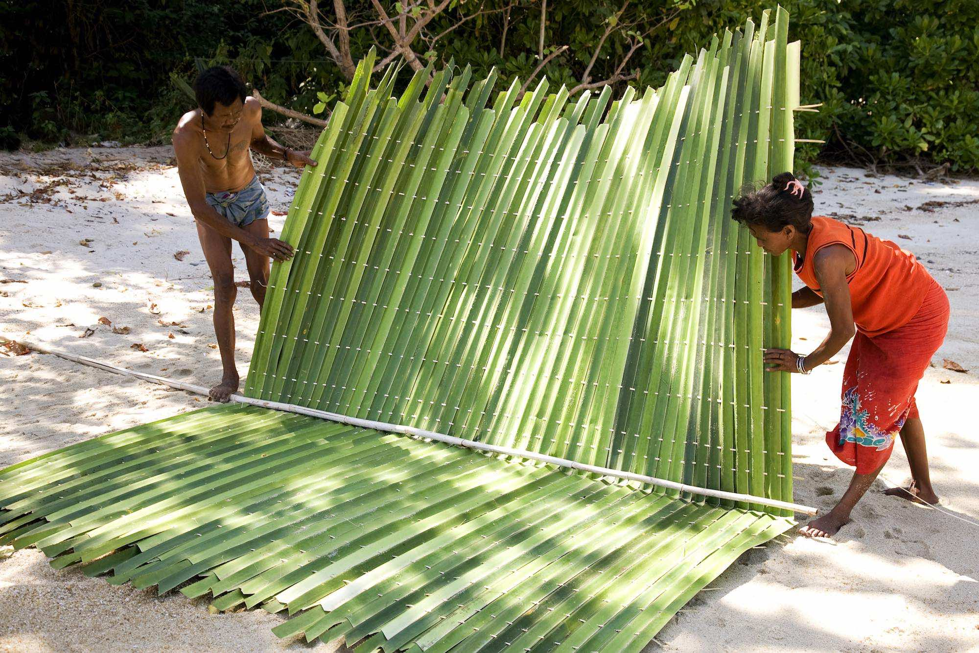 15.Tat and Sabai prepare the new roof.jpeg
