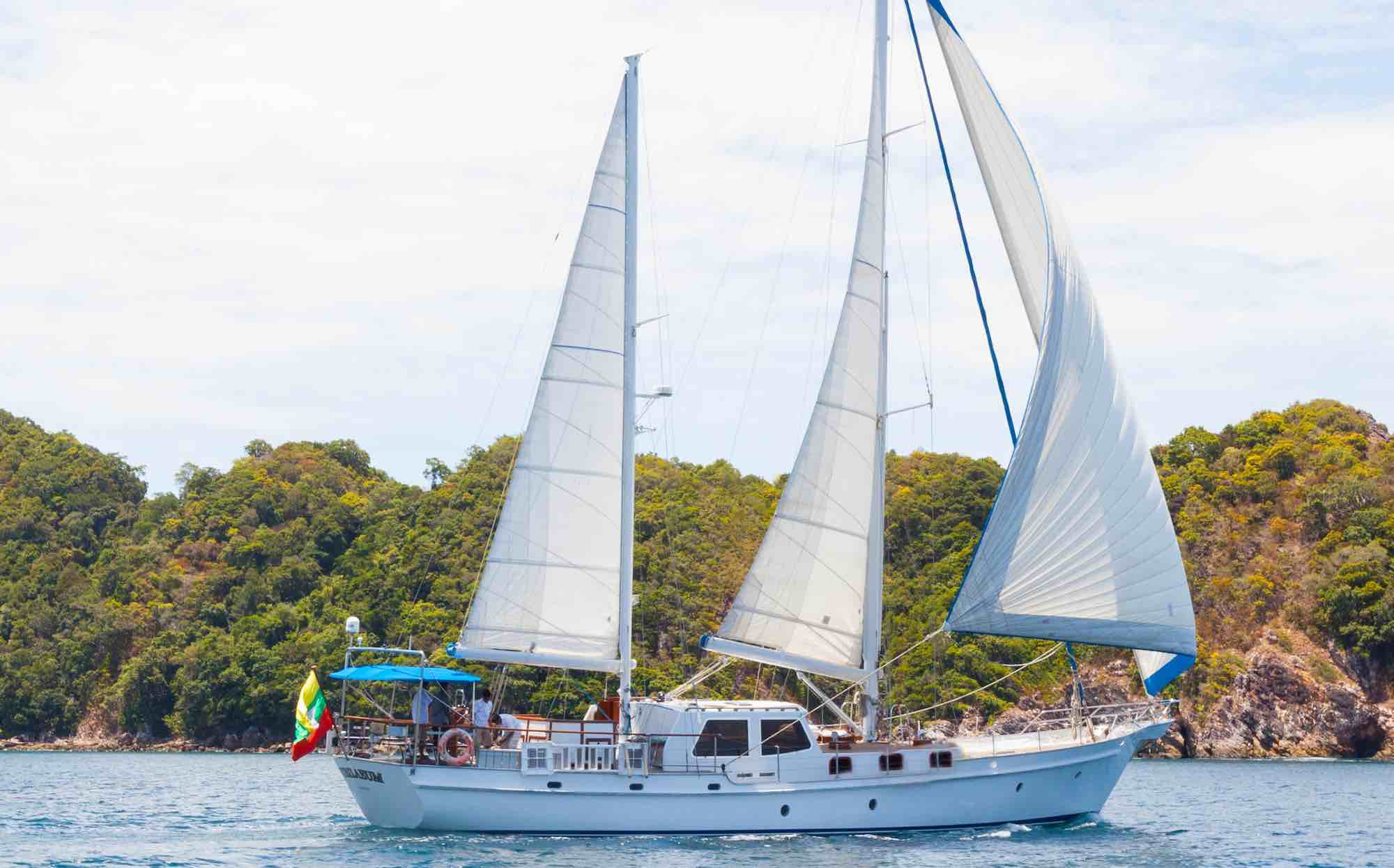 Jubilaeum_sailing along beautiful island in Mergui Archipelago_XS.jpeg