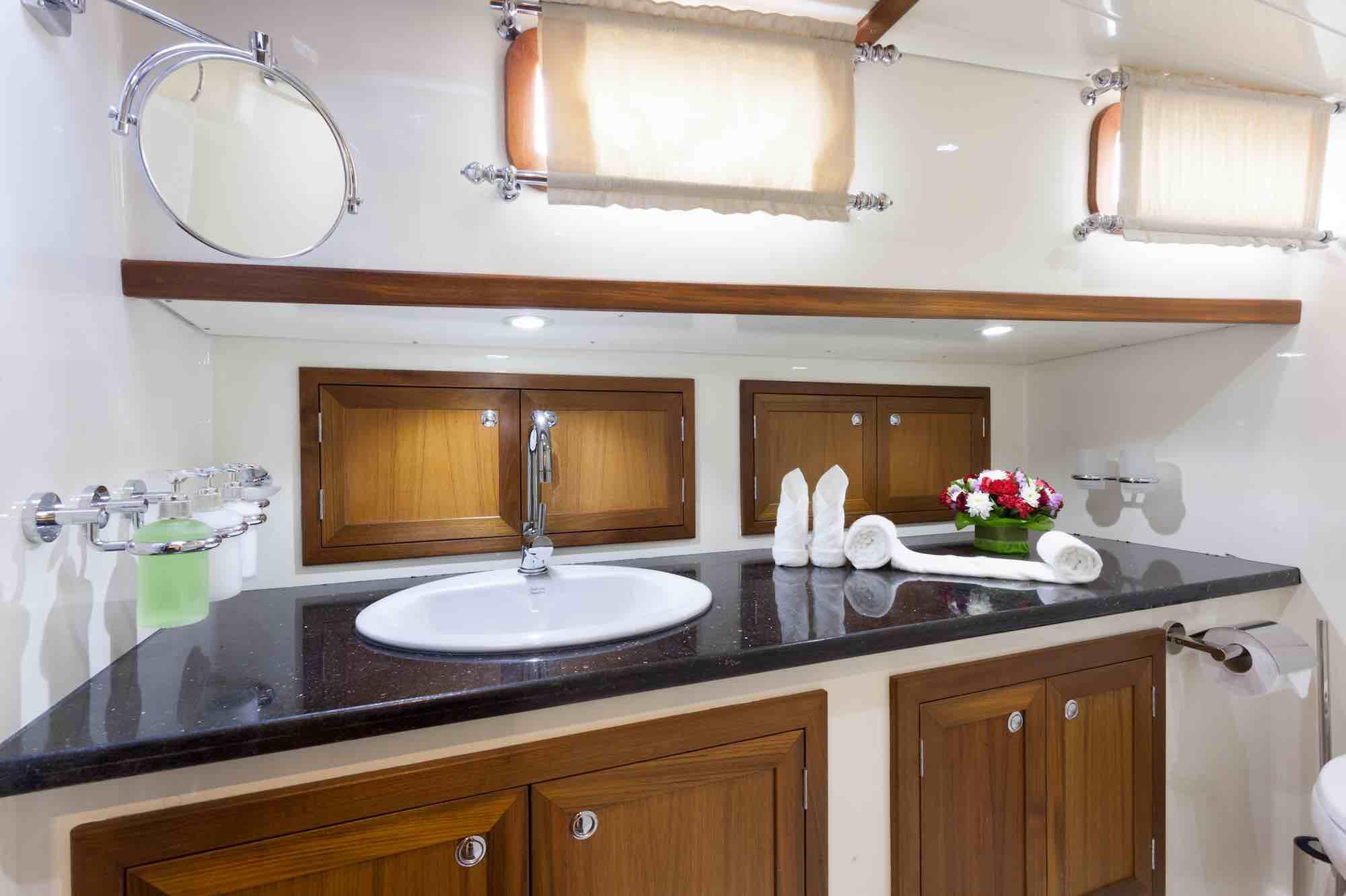 Dallinghoo_guest cabin bathroom sailing in Mergui 1_XS.jpeg