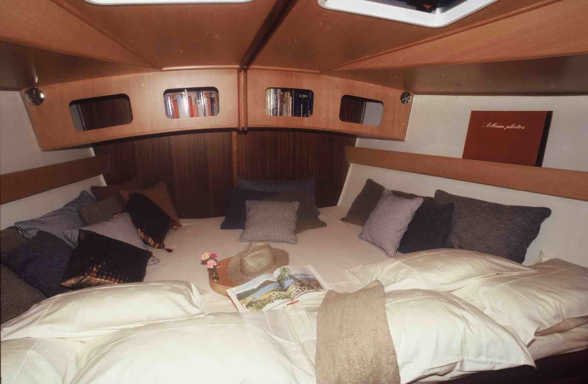 Dalai honeymoon suiteyacht boat xs.jpeg