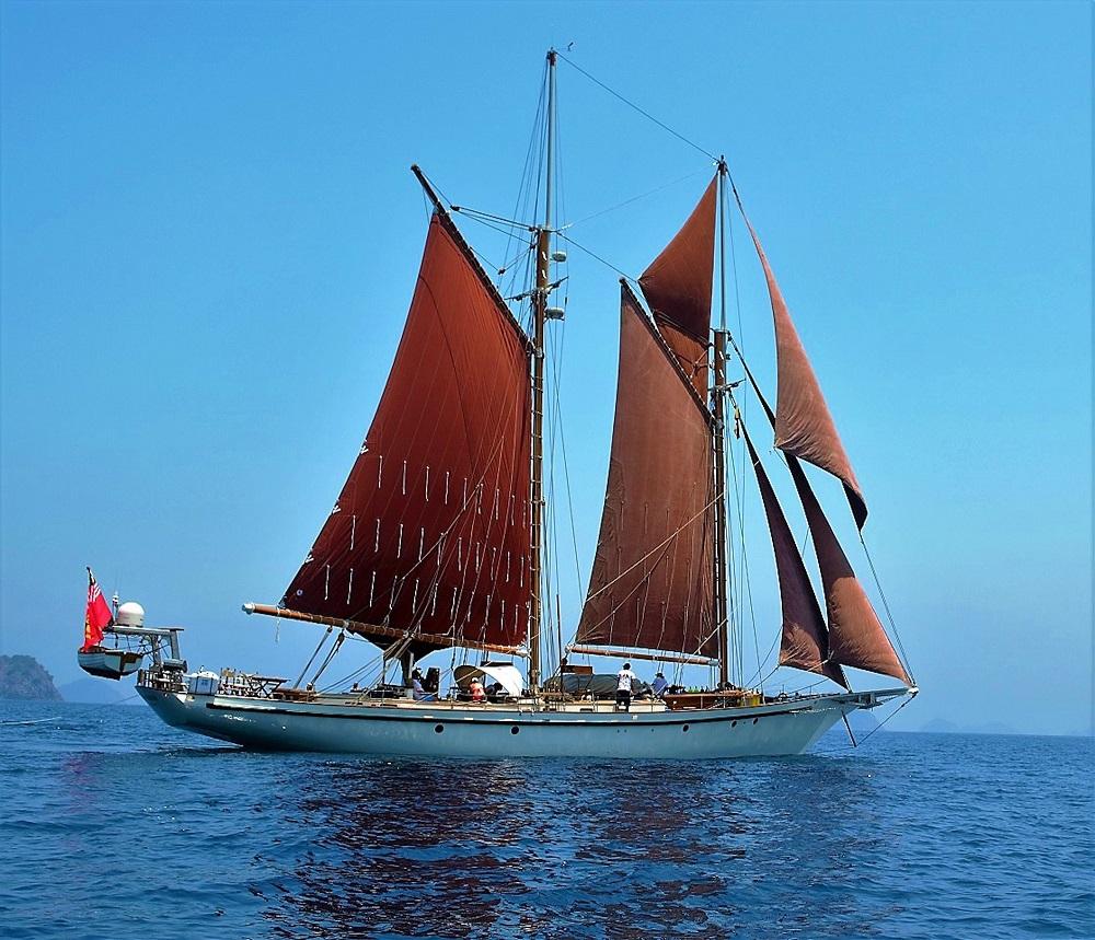 Dallinghoo_blue water and red sail charter holiday in Mergui Myanmar_M.jpg