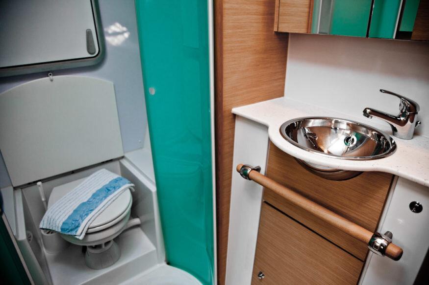 Lagoon-500-2009-bathroom-875x583.jpg