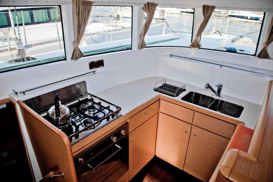 Lagoon-500-2009-kitchen-875x583.jpg