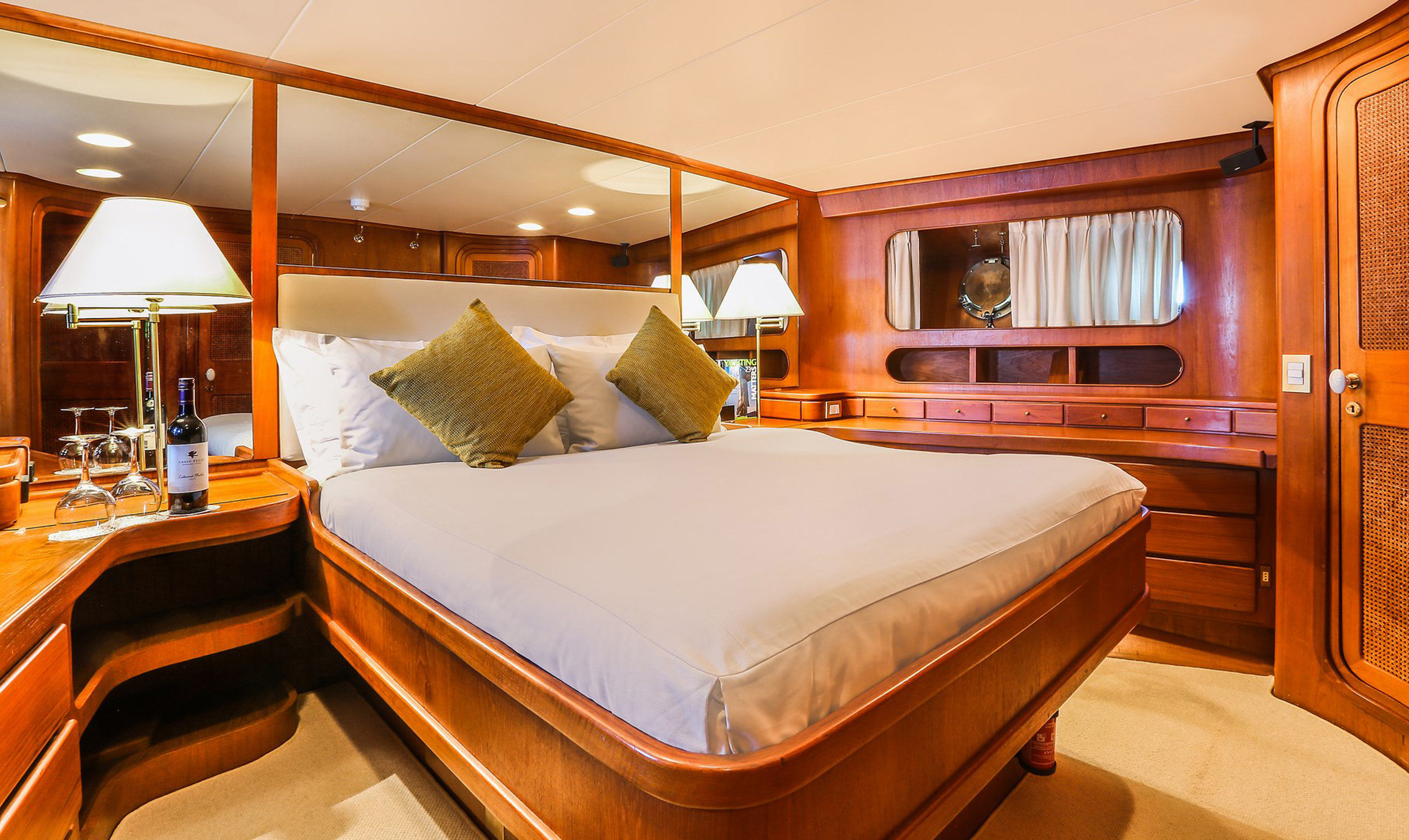 Sailing Yacht CLAN VI master cabin