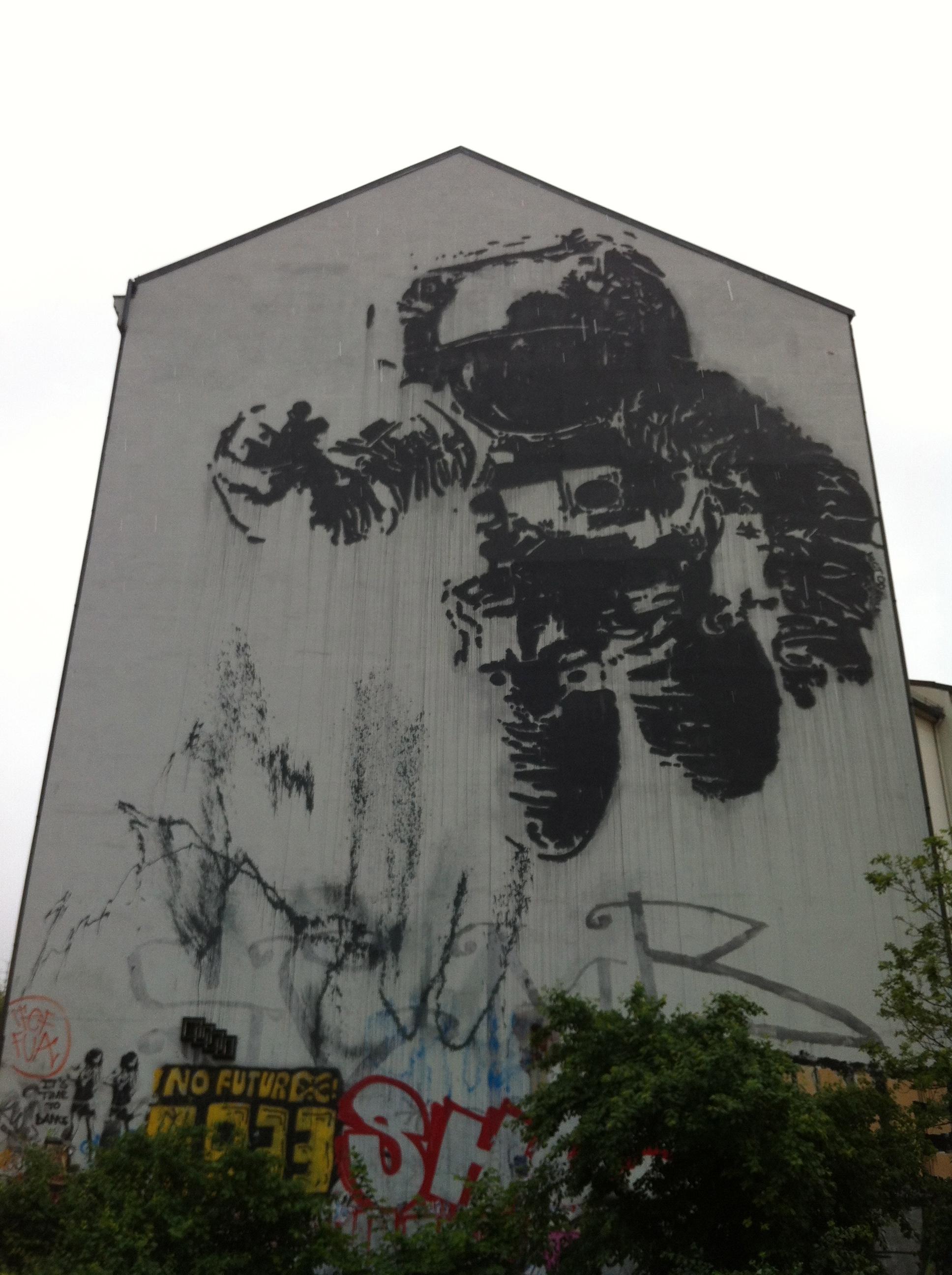 Victor Ash - Astronaut Berlin