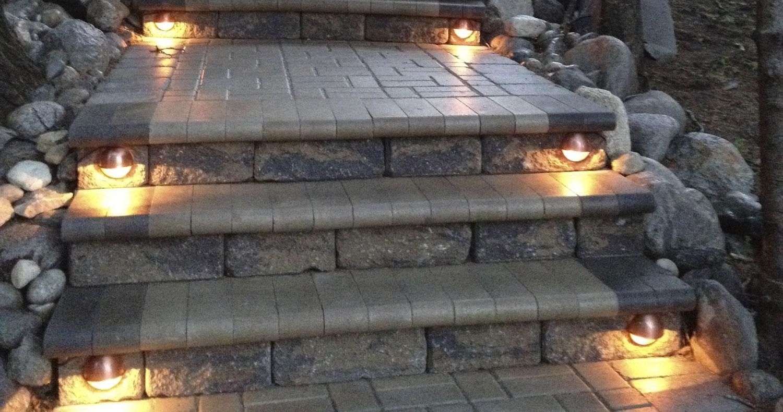 Smart_Look_Landscaping-stairway-lights.jpg