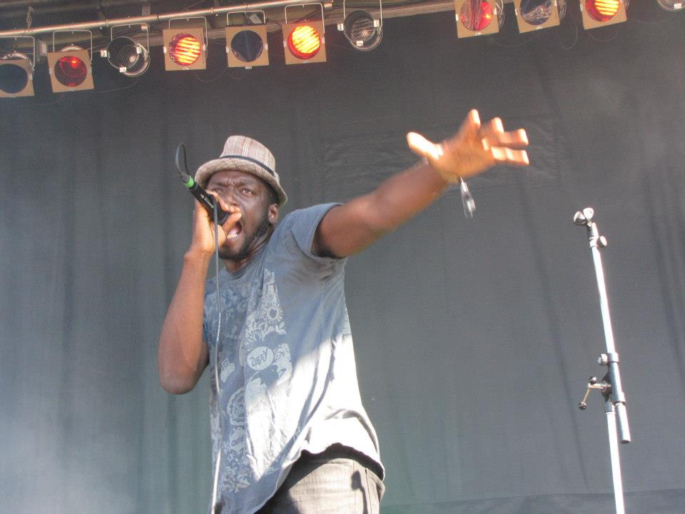 Odario tearing up Rifflandia. Proof that discoveries are the best reason to continue attending festivals. (Photo by me.)