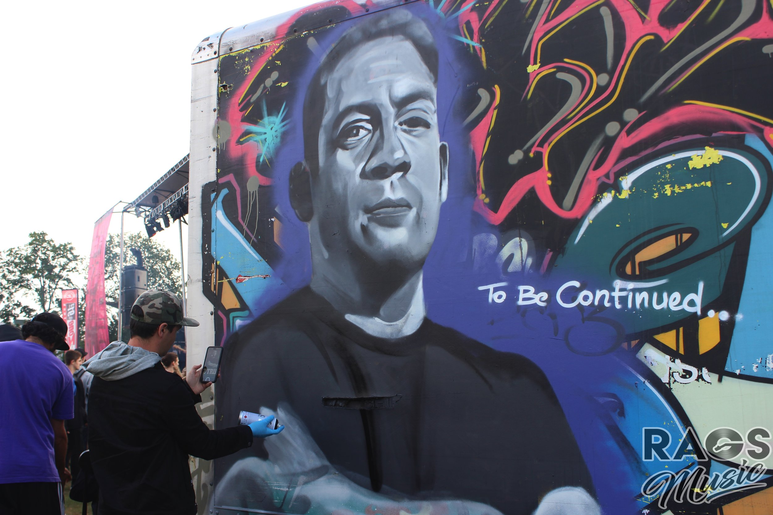 The homie  Def3  putting the finishing touches on this incredible Z-Trip portrait on the side of the  Turntemple  at Rifflandia.