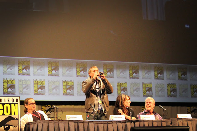 Charlie Hunnam taking a photo of the huge crowd in Hall H for the Sons of Anarchy  panel.