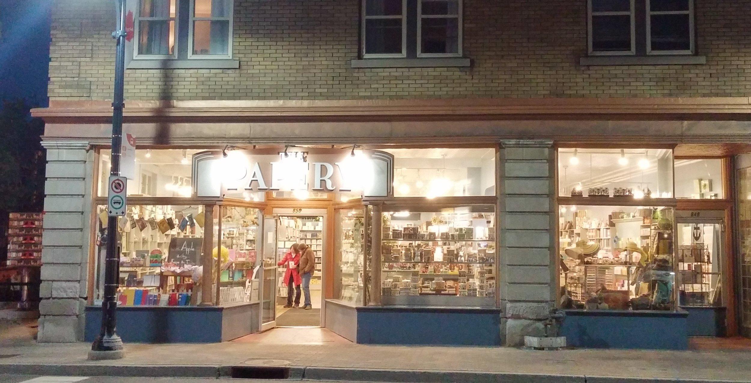 Storefront_at_night
