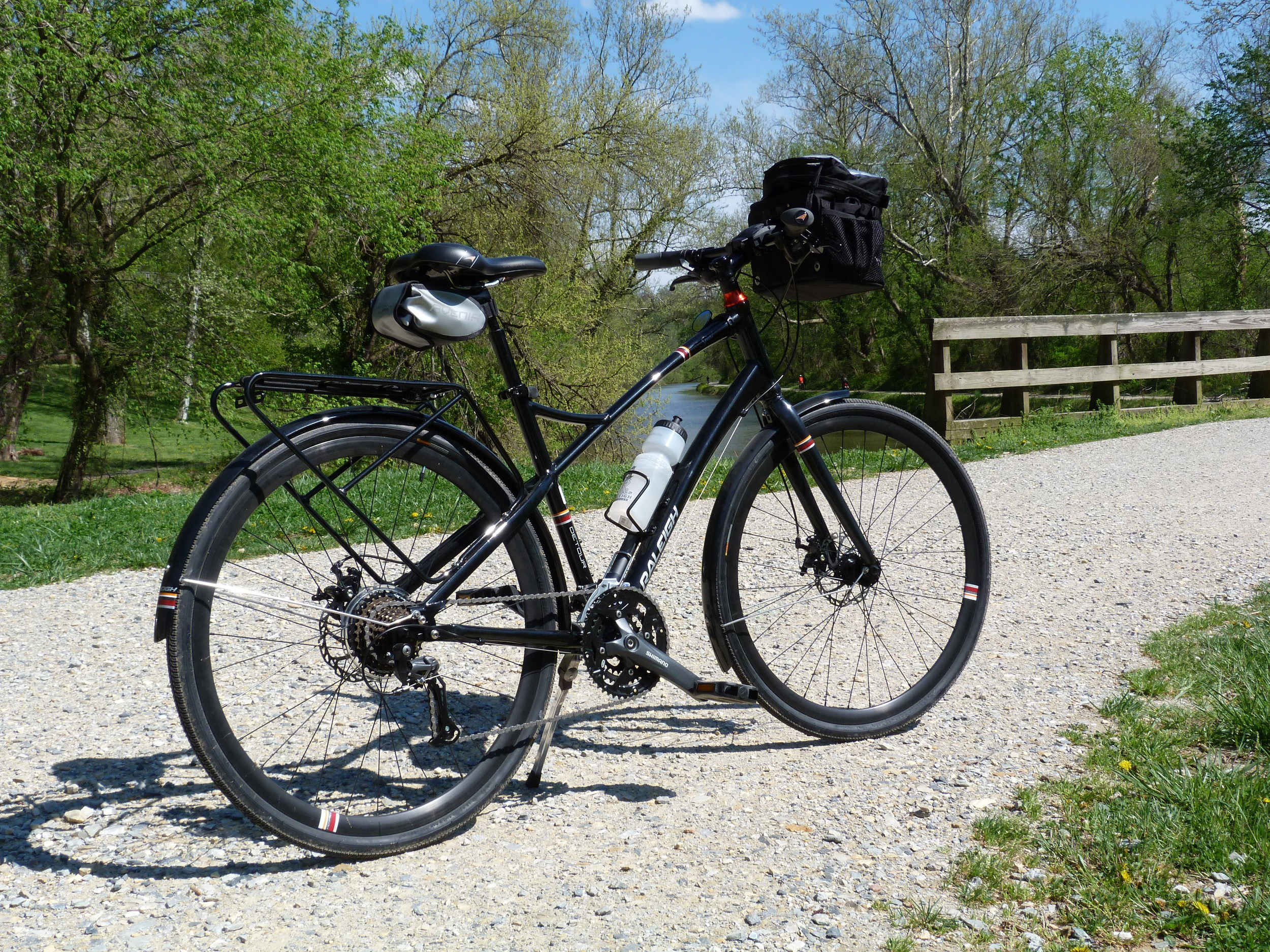 My Raleigh Detour City Sport, with (very) handy handlebar bag, where I kept my camera and canal map ready for quick use at any instant.