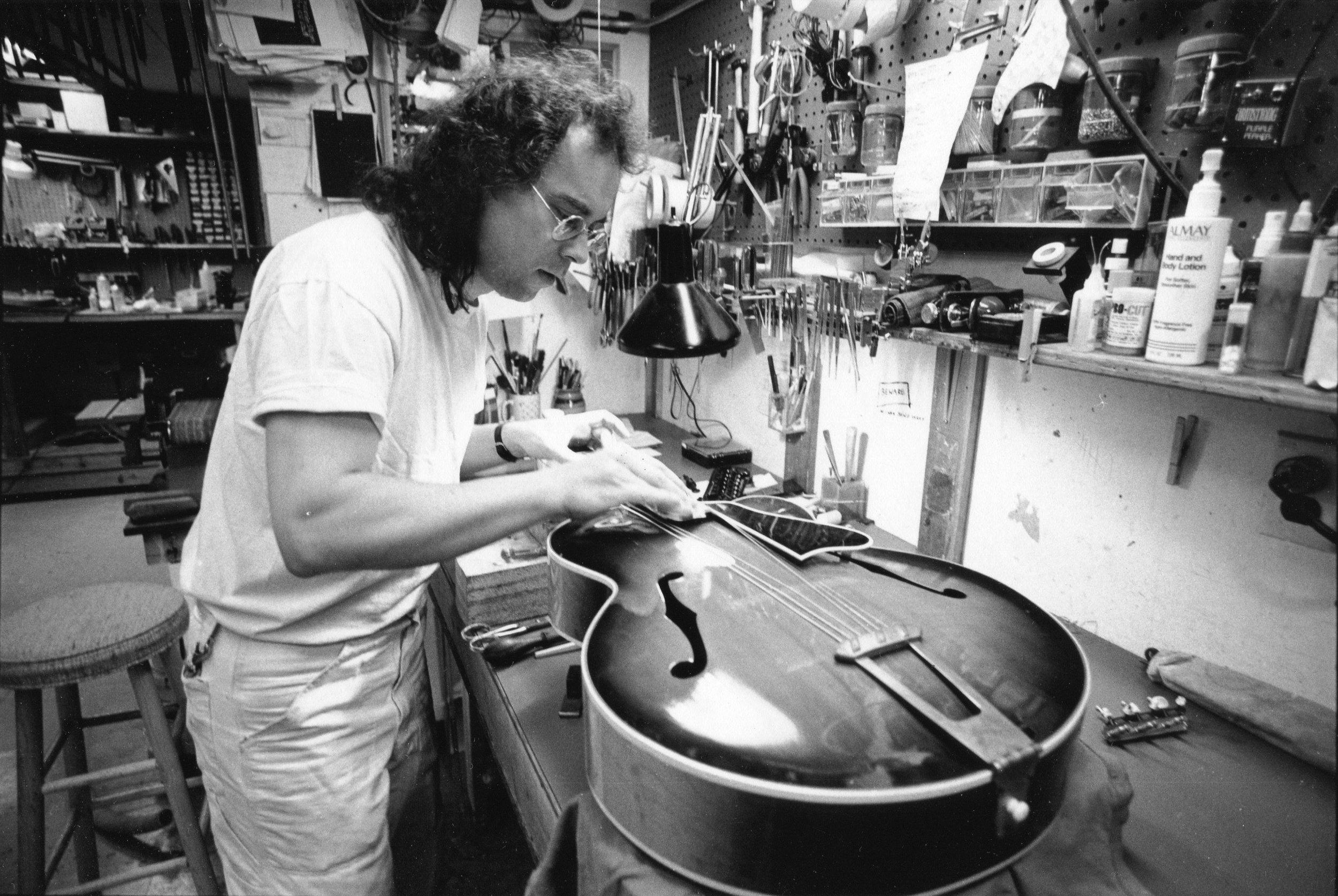 Flip at Mandolin Brothers Atelier 1991 photo credit Gene Lowinger_1 .jpg