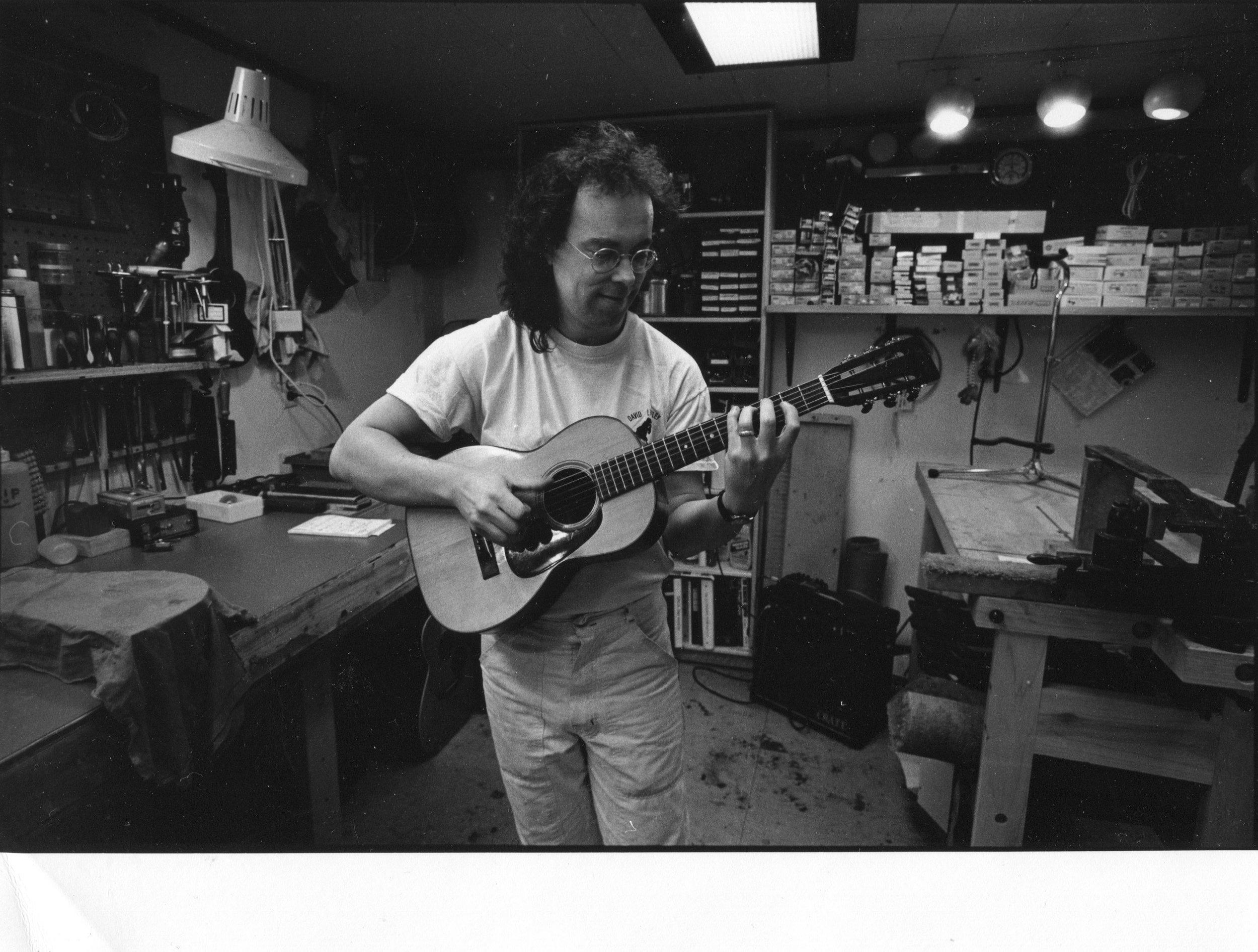 Flip at Mandolin Brothers Atelier 1991 photo credit Gene Lowinger_2 .jpg