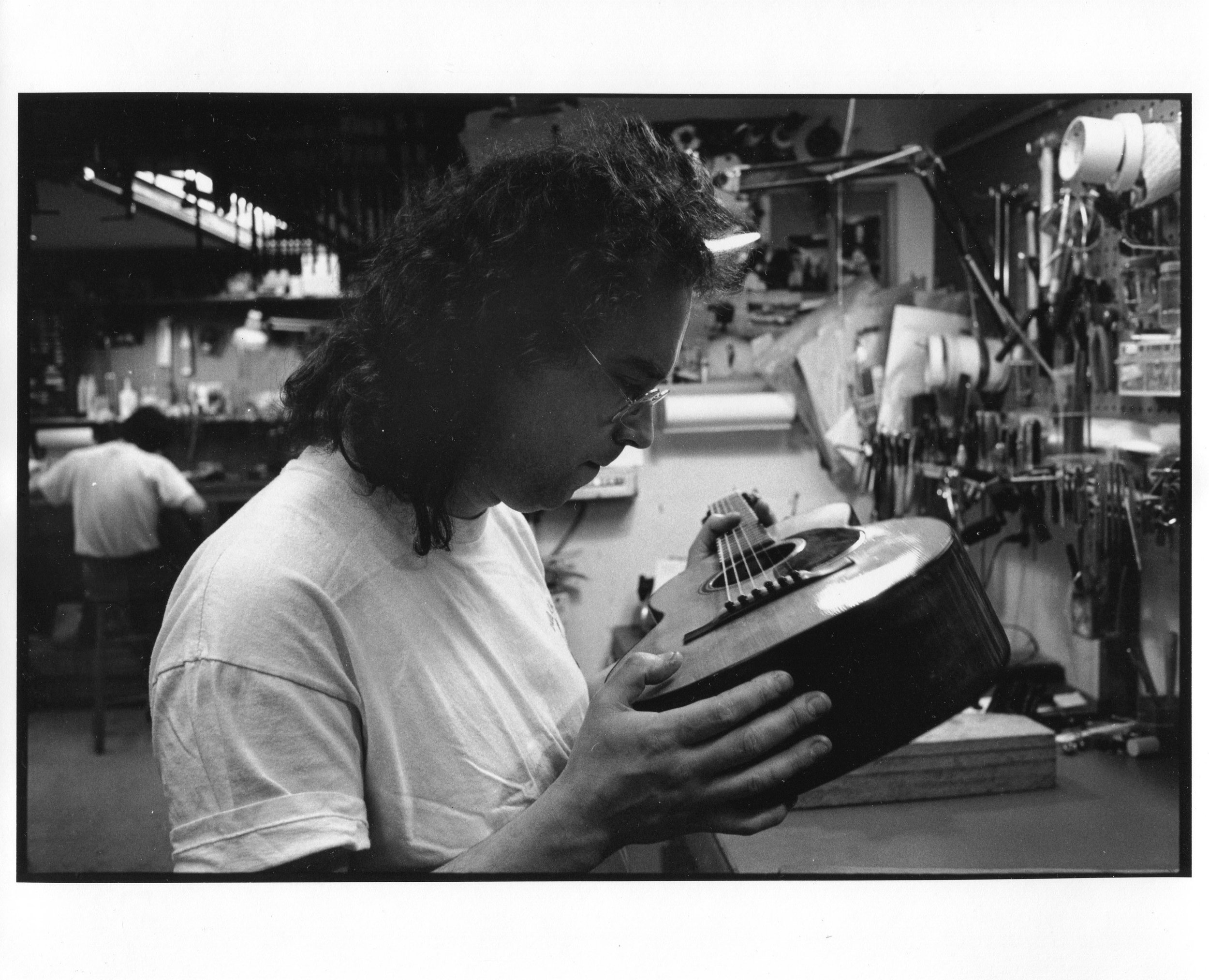 Flip at Mandolin Brothers Atelier 1991 photo credit Gene Lowinger_3 .jpg